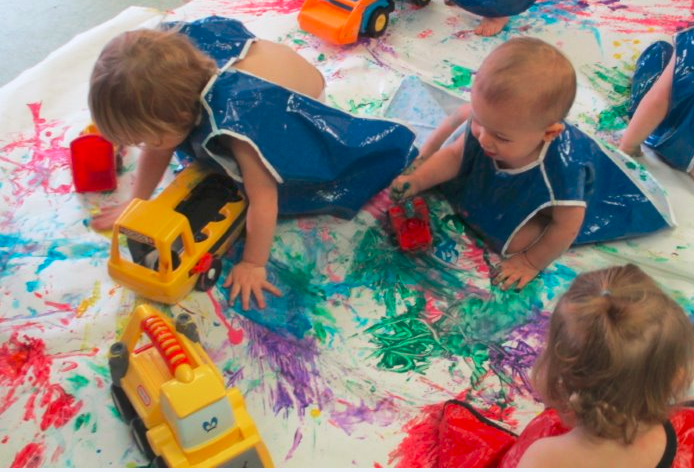 young toddlers painting